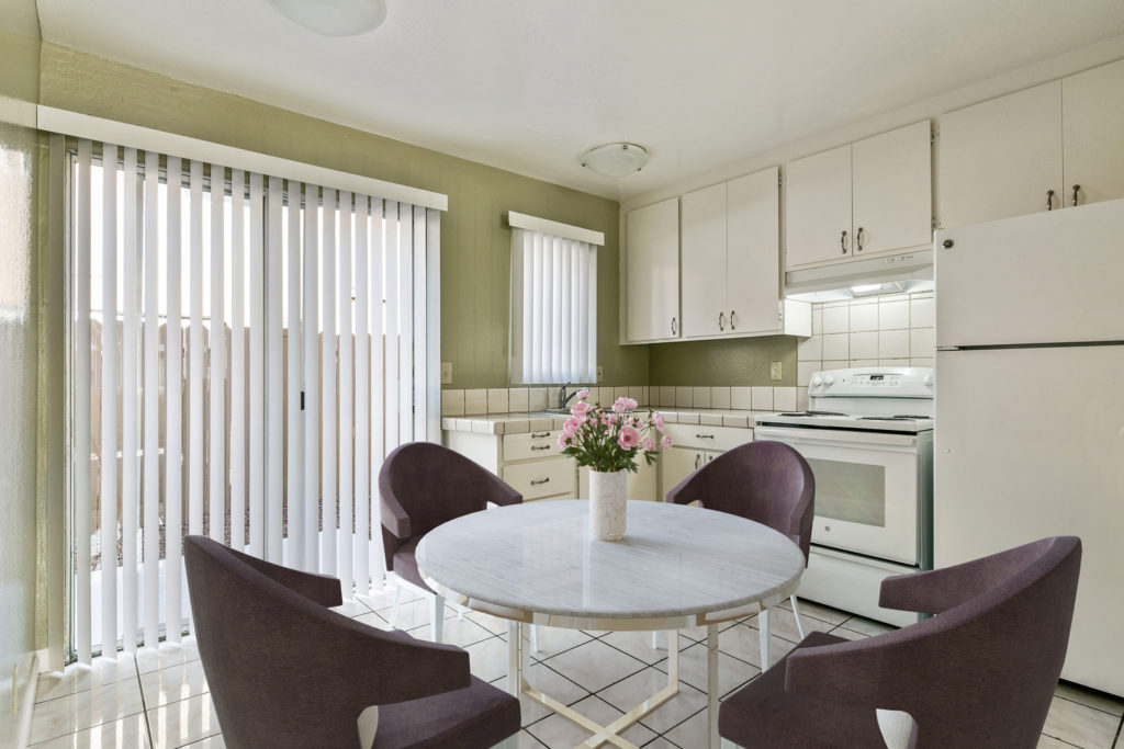 Town & Country Apartments - Kitchen and dining room